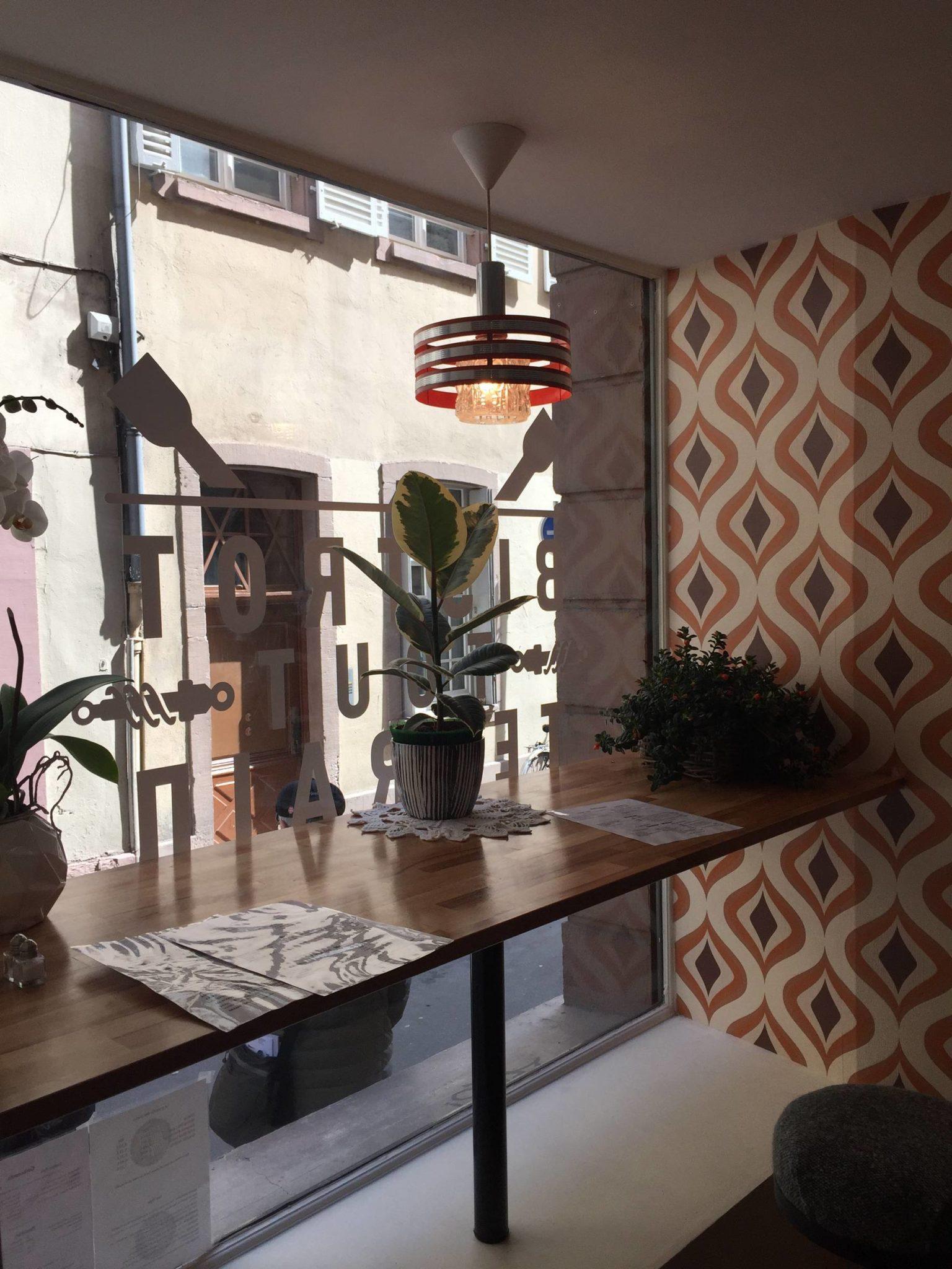 kapou test n 96 en voiture simone bar salon de th et hotdogs. Black Bedroom Furniture Sets. Home Design Ideas