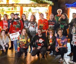 pulls moches de Noel photo groupe marché de Noël
