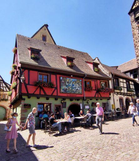 Médiéval Riqu'écoTour location scooters électriques vignes Riquewihr