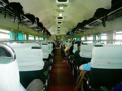 Interior kereta bisnis