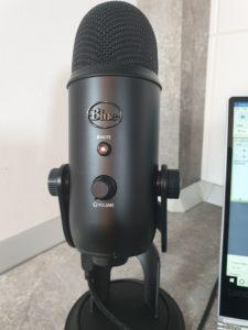Blue yeti review microfon podcasturi
