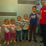 Felesége halála után egyedül nevelte a hat gyermekét, mígnem egy levél megváltoztatta az életét