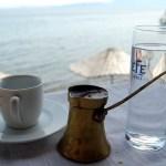 Ezért kell a kávé után egy pohár vizet inni