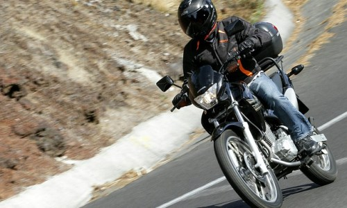 motorcycle-1163779_640