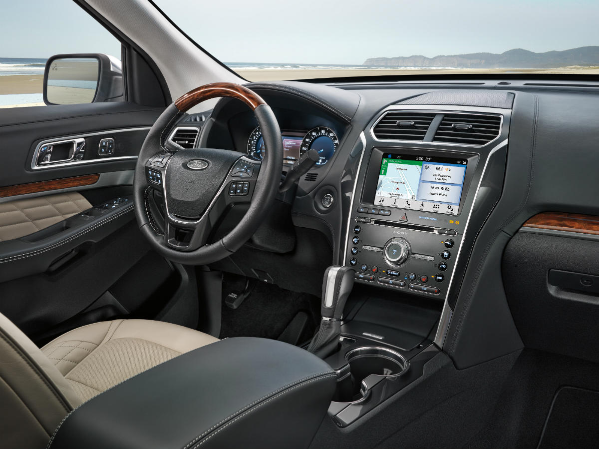 hight resolution of  driver dash and infotainment system in a 2019 ford explorer