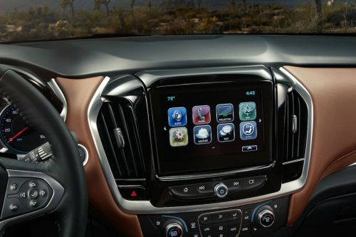 small resolution of touchscreen display of the 2018 chevy traverse