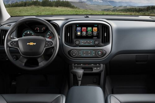 small resolution of 2018 chevy colorado s driver s cockpit
