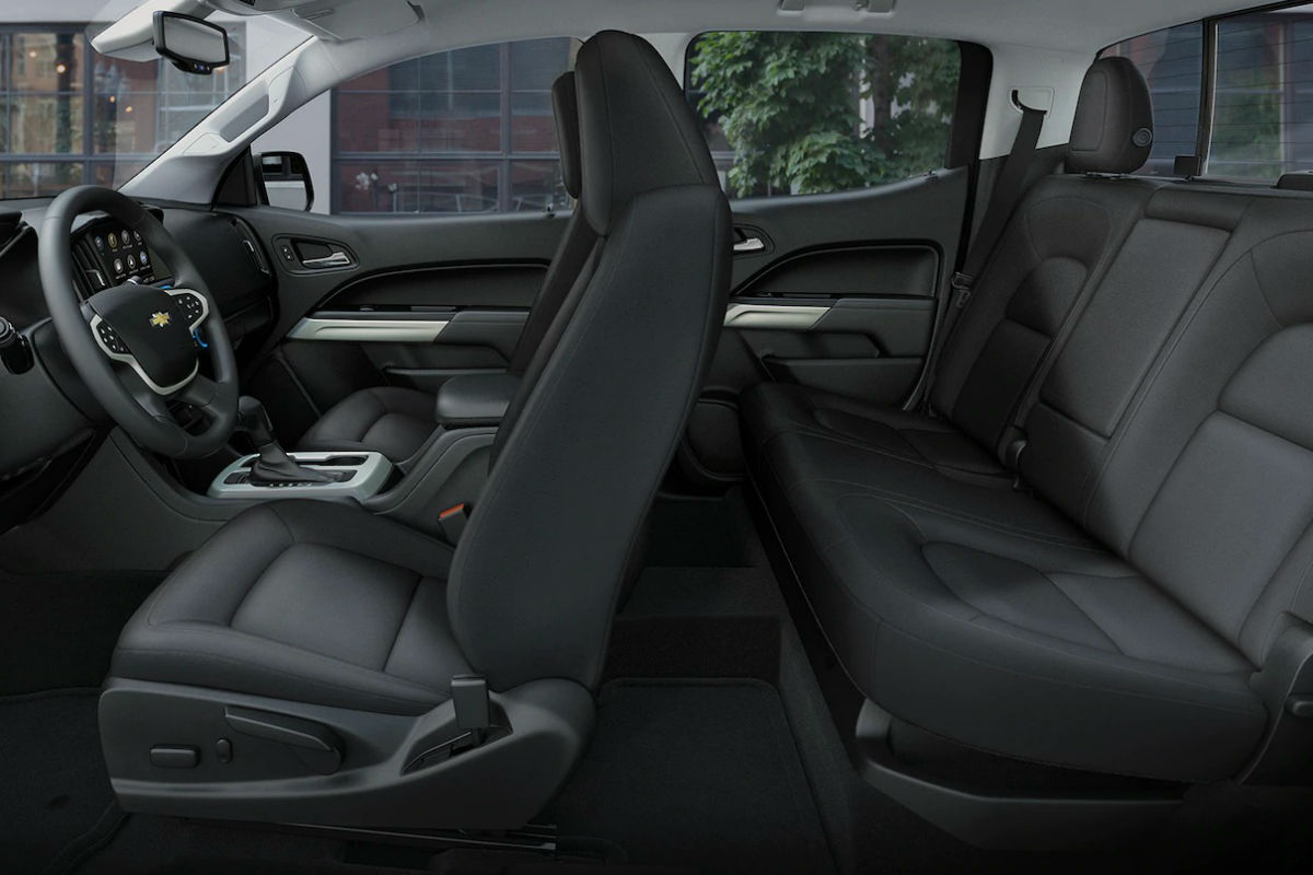 hight resolution of side view of the two rows of seating in the 2019 chevy colorado