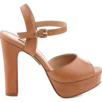 sandalia plataforma de tiras arezzo cor tan