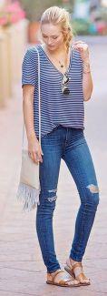 camiseta listrada com calça jeans skinny