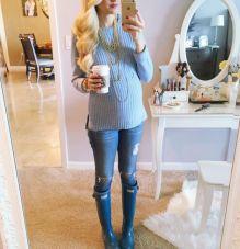 gravida de tricô e jeans
