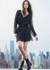 coturno com vestido fluido preto