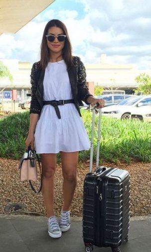 Vestido branco liso + tênis