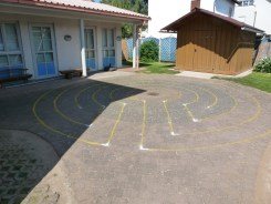 5-circuit, round, on a children's playground