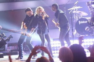 Blind Auditions, Blake Shelton, Shakira, Usher on stage