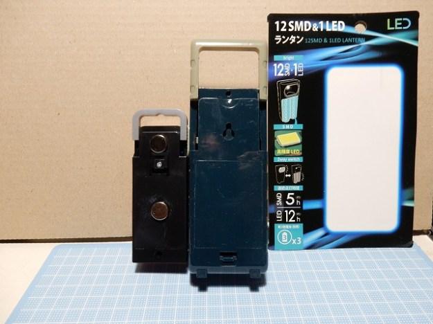 背面に電池ボックス。スライドフックも大きく伸びます。