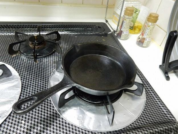 キッチンペーパーで拭き取って、再び油を塗って終わり!