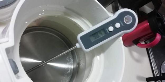 試しに、お湯の温度を測ってみました。