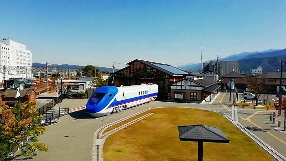 ぽっぽ橋から四国鉄道文化館 南館を望む。