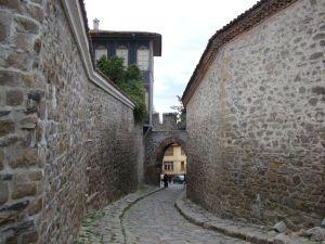 Пловдив. Древние крепостные стены.