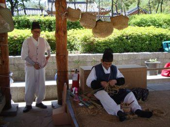 Мастера в деревне Намсангол