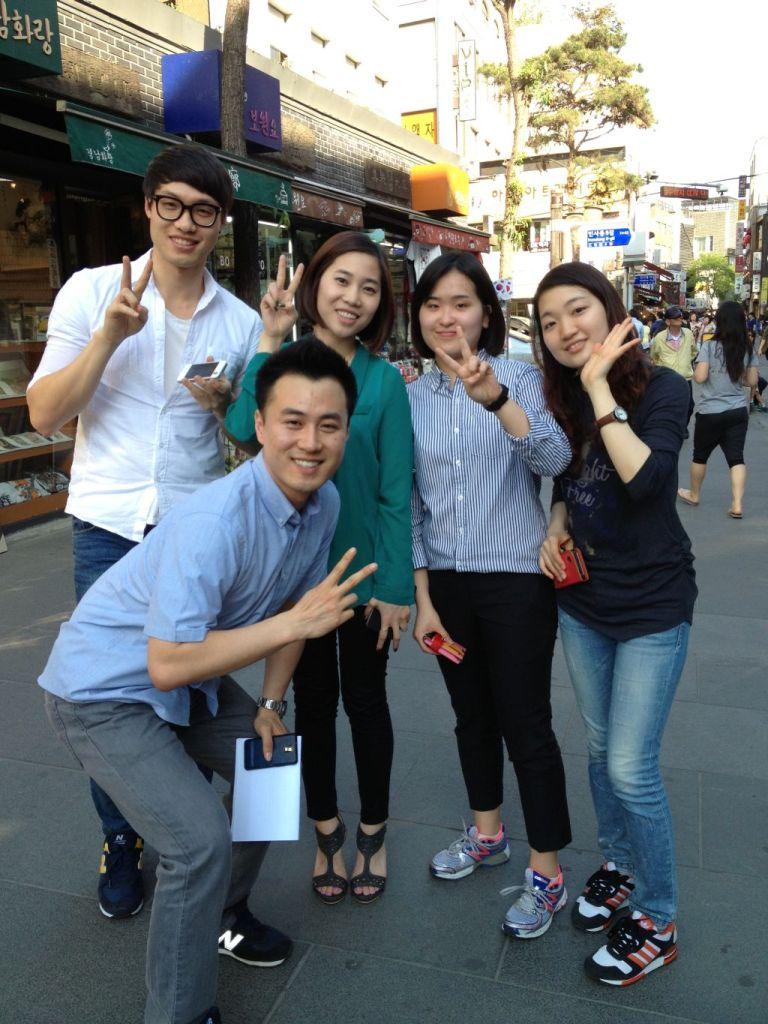 Студенты на улице Инсадон