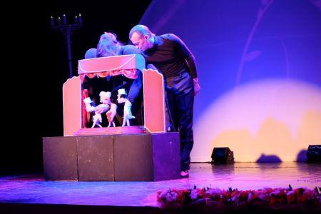 """Театр кукол. Номер """"Мэрилин Монро""""."""