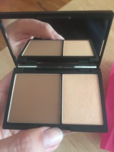 Open sleek compact contour