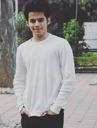 Darsheel Safary