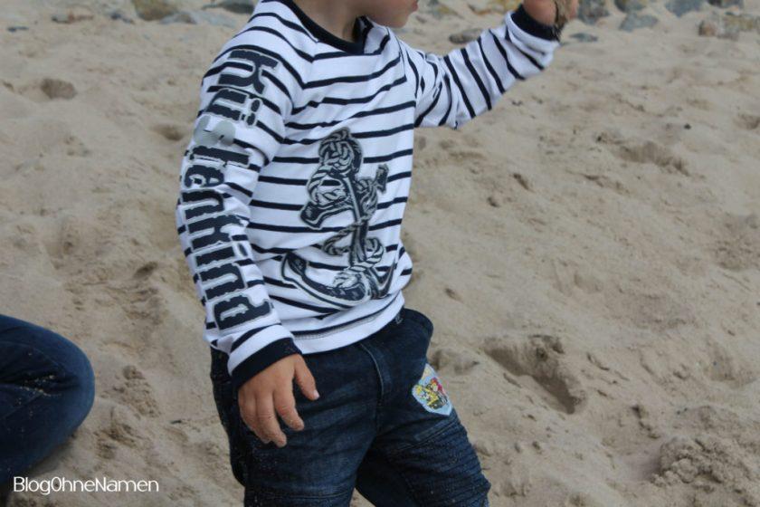 Maritimes T-Shirt für einen Jungen. Beplottet mit Bügelflex und reflektierender Flexfolie.