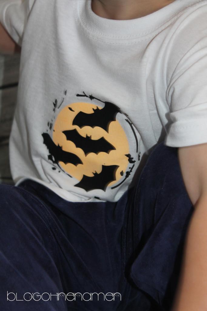 t-shirt-mit-fluoreszierender-textilfarbe-und-flexfolie-gestalten-halloween-ideen-4