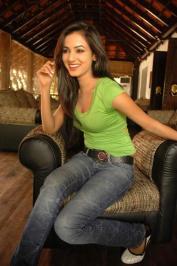 Sonal-Chauhan-Tight-Green-Top-Denim-Jeans (104)