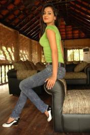 Sonal-Chauhan-Tight-Green-Top-Denim-Jeans (111)