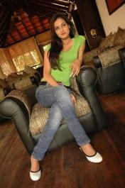 Sonal-Chauhan-Tight-Green-Top-Denim-Jeans (114)