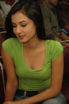 Sonal-Chauhan-Tight-Green-Top-Denim-Jeans (123)