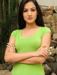 Sonal-Chauhan-Tight-Green-Top-Denim-Jeans (15)
