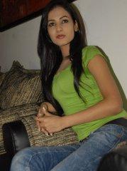 Sonal-Chauhan-Tight-Green-Top-Denim-Jeans (2)