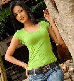Sonal-Chauhan-Tight-Green-Top-Denim-Jeans (21)