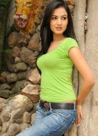 Sonal-Chauhan-Tight-Green-Top-Denim-Jeans (23)