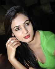 Sonal-Chauhan-Tight-Green-Top-Denim-Jeans (40)