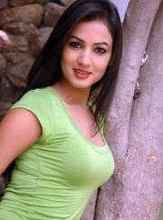 Sonal-Chauhan-Tight-Green-Top-Denim-Jeans (60)