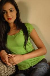 Sonal-Chauhan-Tight-Green-Top-Denim-Jeans (73)