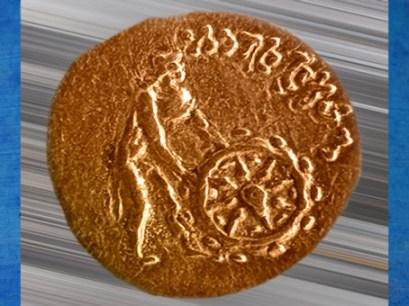 D'après Celui qui met en mouvement la Roue de la Loi, vers Ier-IIe siècle apjc, monnaie, dynastie Kushâna, Inde ancienne. (Marsailly/Blogostelle)