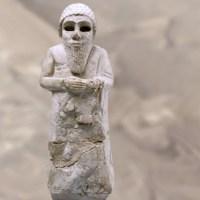 Les sculpteurs sumériens expriment la ferveur des orants
