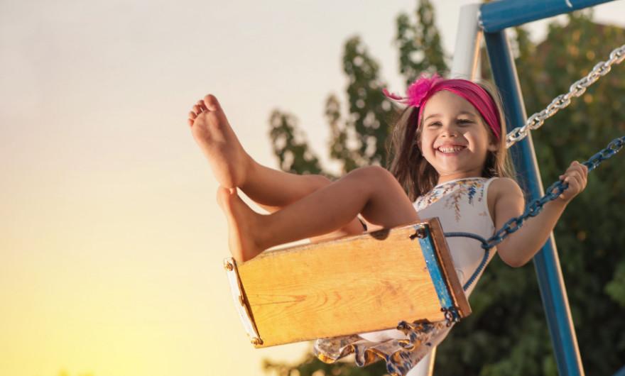 In deze blog lees je 5 tips voor het leukste buitenspeelgoed voor kinderen van 3 tot 8 jaar. Van schommels tot een kinderstep!