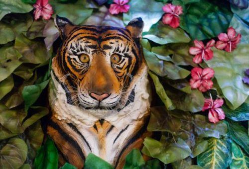 jungle scene cake