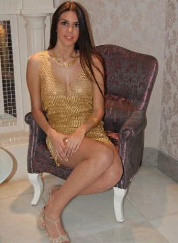 純金打低胸短裙