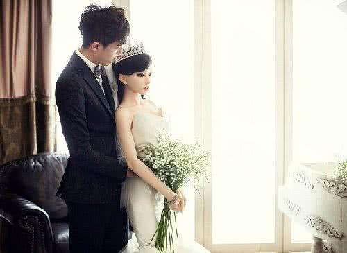 中國癌末男娶充氣娃娃為妻