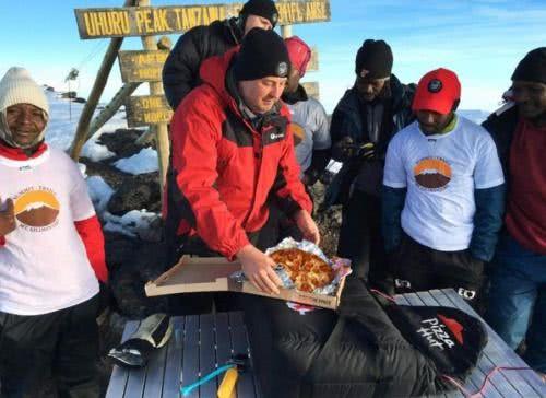 披薩外送到非洲最高峰吉力馬札羅山