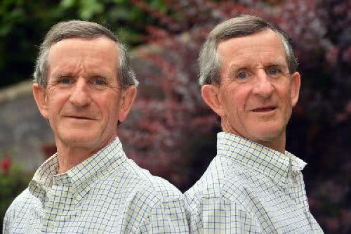 一起任職於同一家公司 40 年雙胞胎兄弟